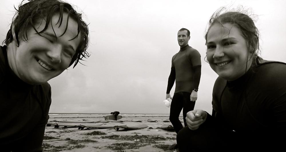 der Surflehrer muss natürlich mit aufs Selfie ;)